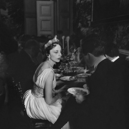 Countess De Bourbon Busset In A Gown By Lanvin Castillo, At Charles De Beistegui_s Residence, Château De Groussay, May 1957 © Robert-Doisneu-Gallery-03.nocrop.w1800.h1330.2x