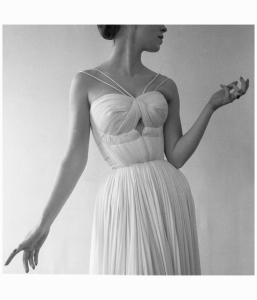 Drapé de Grès, Paris, 1955 © Atelier Robert Doisneau