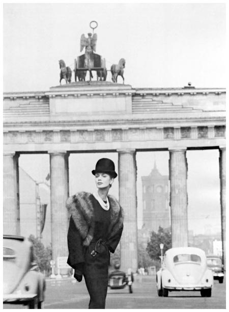 Lissy Schaper in ensemble by Staebe-Seger, photo by F.C. Gundlach, Berlin, 1961