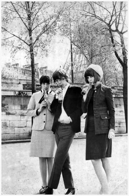 Nella foto Caroline Charles Mick Jagger and Chrissie Shrimpton Londra 1963