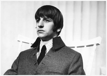 Ringo Starr in con un vestito disegnato da Caroline Charles - 1964