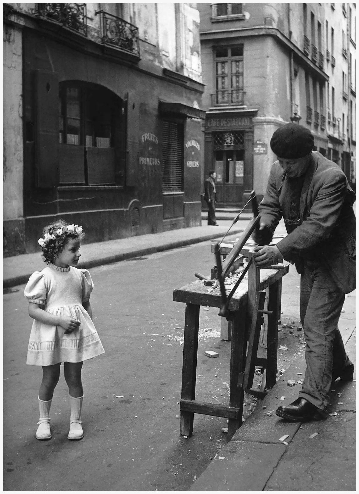 robert doisneau le menuisier de la rue saint louis en l 39 isle paris 1947. Black Bedroom Furniture Sets. Home Design Ideas
