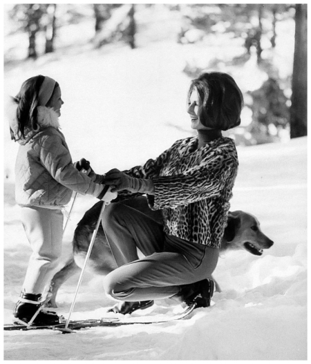 Baroness Fiona Thyssen-Bornemisza and her daughter Francesca (Chessy) in St. Moritz, Switzerland, photo by Leonard McCombe, 1963