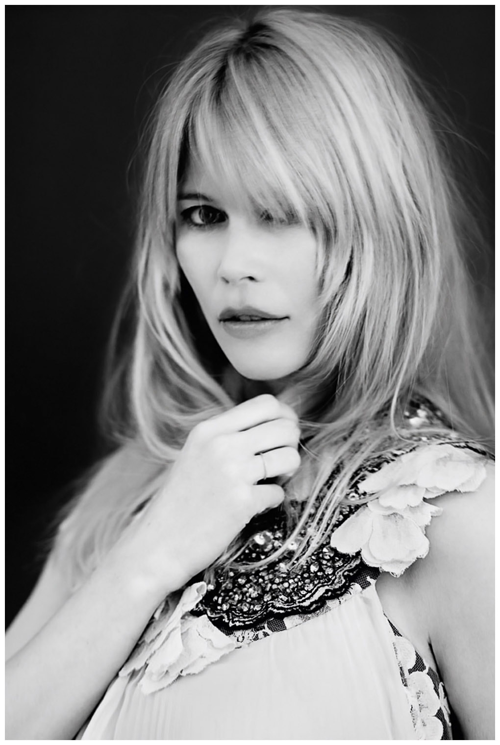 The 47-year old daughter of father Heinz Schiffer and mother Gudrun Schiffer, 180 cm tall Claudia Schiffer in 2017 photo