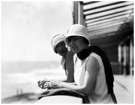 Jacques Henri Lartigue - Ivonne y Bibi. Royan 1926