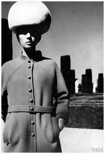 Jennifer O'Neill Photo Helmut Newton 1965 sept Vogue uk