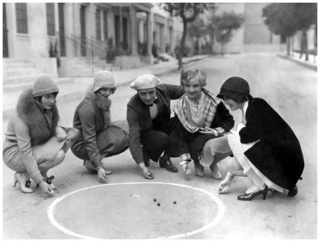 (L to R) Louise Brooks, Nancy Phillips, James Hall, Doris Hill, Josephine Dunn (1927)