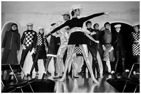 28 Jan 1968, Paris, France - Fashion Designed by Pierre Cardin - Photo Jack Burlot/Apis/Sygma/Corbis