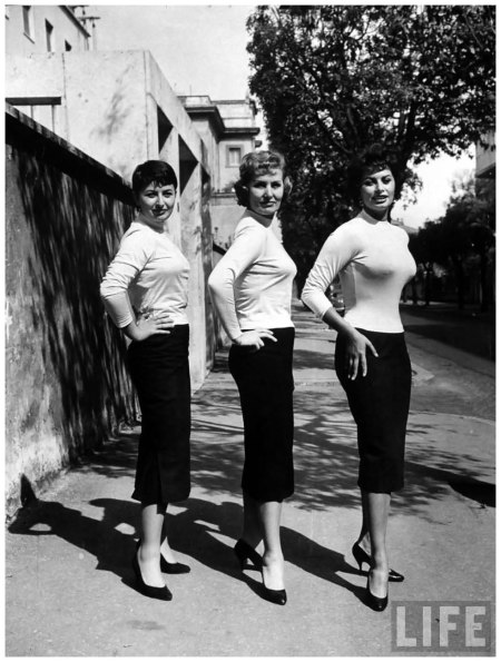 Sophia Loren with her mother and her sister, dec 1957