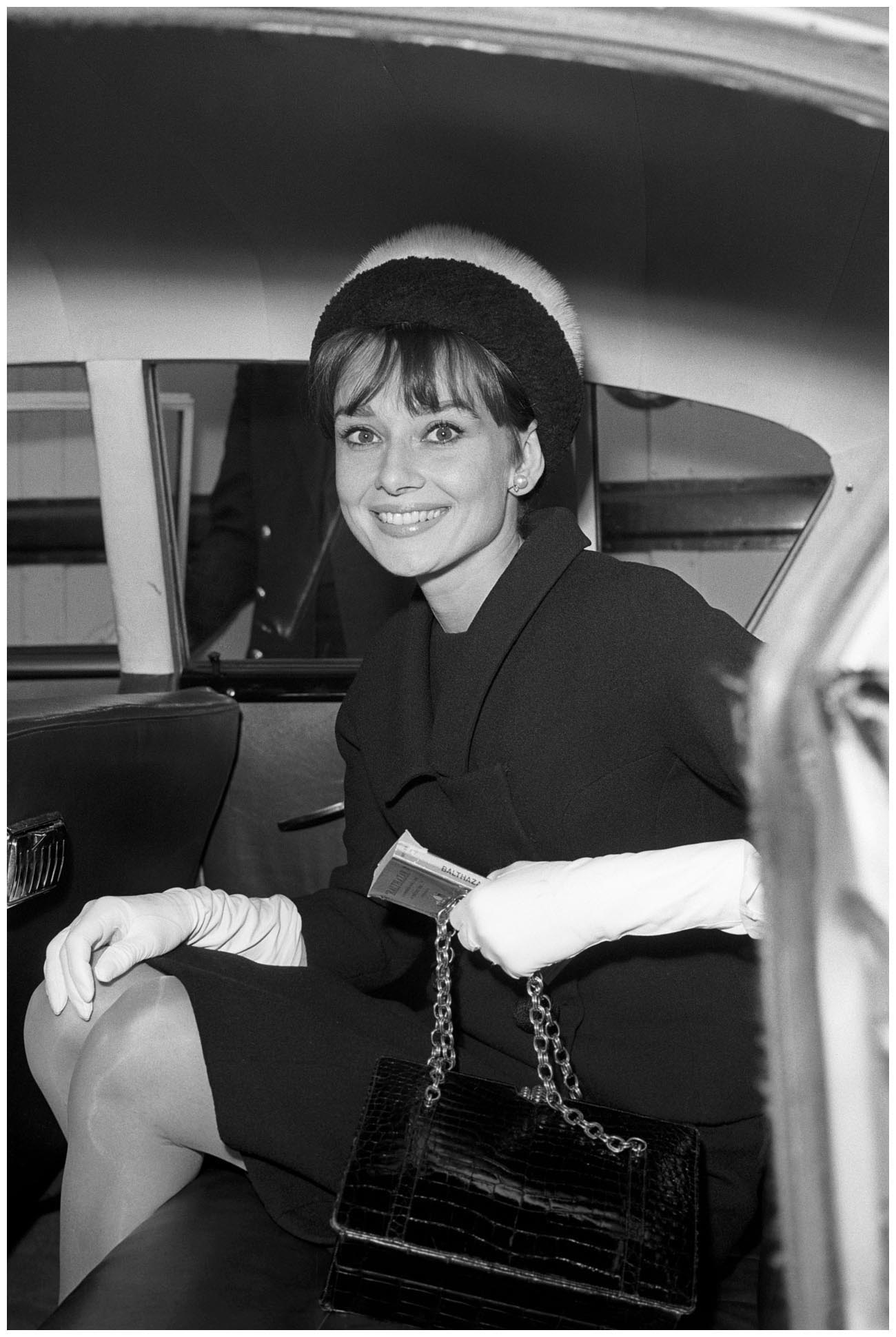 audrey hepburn heathrow from rome 1961 pleasurephoto room. Black Bedroom Furniture Sets. Home Design Ideas