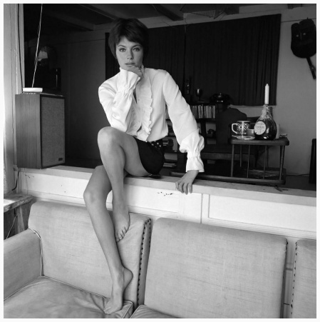 British actress Jacqueline Bisset in magazine fashion shoot in Malibu, California. (Photo by Terry O'Neill:Getty Images) 1968