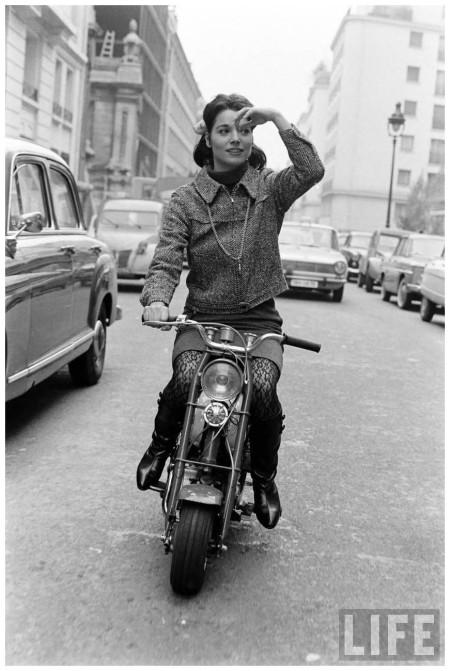 Elsa Martinelli moto 00