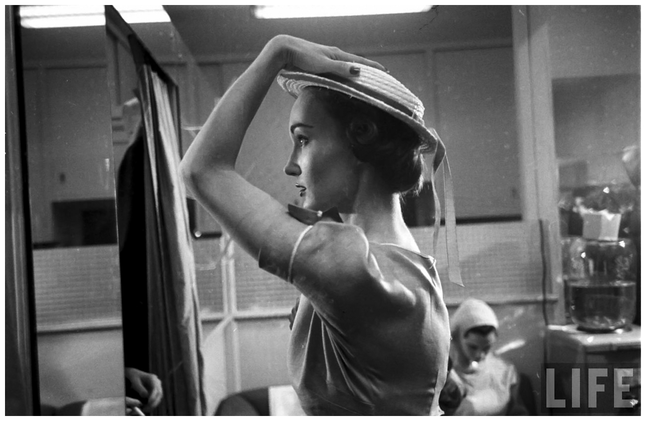 Evelyn Tripp Backstage Eliot Elisofon Shot 1952 Glamour Fashion Shot b