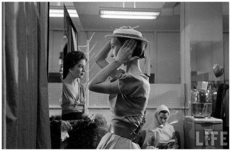 Evelyn Tripp Backstage Eliot Elisofon Shot 1952 Glamour Fashion Shot