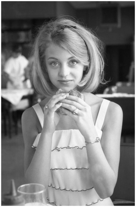 Goldie Hawn Eats A Burger