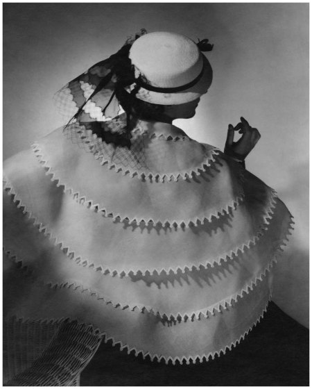 Horst P. Horst - Vogue Abril 1935 Model wearing a white sailor hat with veil and a tiered organdy cape edged with rickrack, both by Lanvin