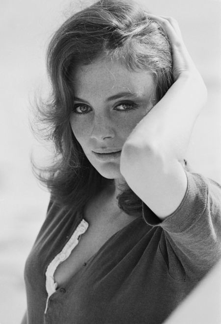 Jacqueline Bisset in a relaxed pose, circa 1968. (Photo by Terry O'Neill:Getty Images)