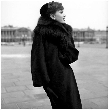 Marie-Hélène Arnaud on the Place de la Concorde, photo by Georges Dambier, ELLE, 1957