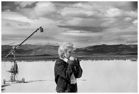 Marilyn Monroe in the desert going over her lines for a difficult scene she is about to play with Clark Gable in the film The Misfits, by John Huston, in Nevada, 1960 Eve Arnold