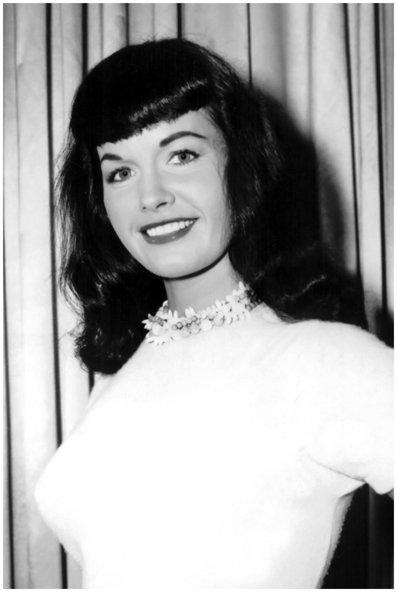 Bettie Page 1950s Pleasurephoto Room