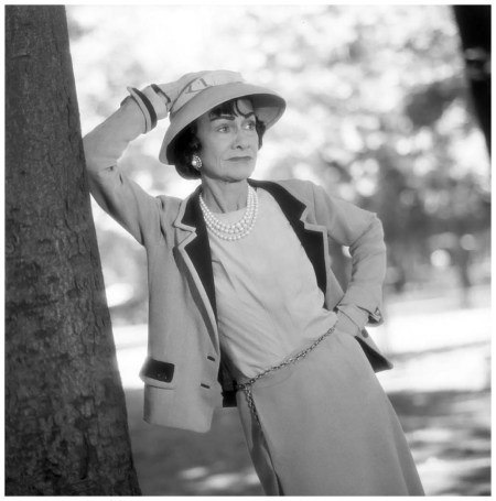 Coco Chanel aux Tuilleries, Paris, juin 1957 Photo Willy Rizzo