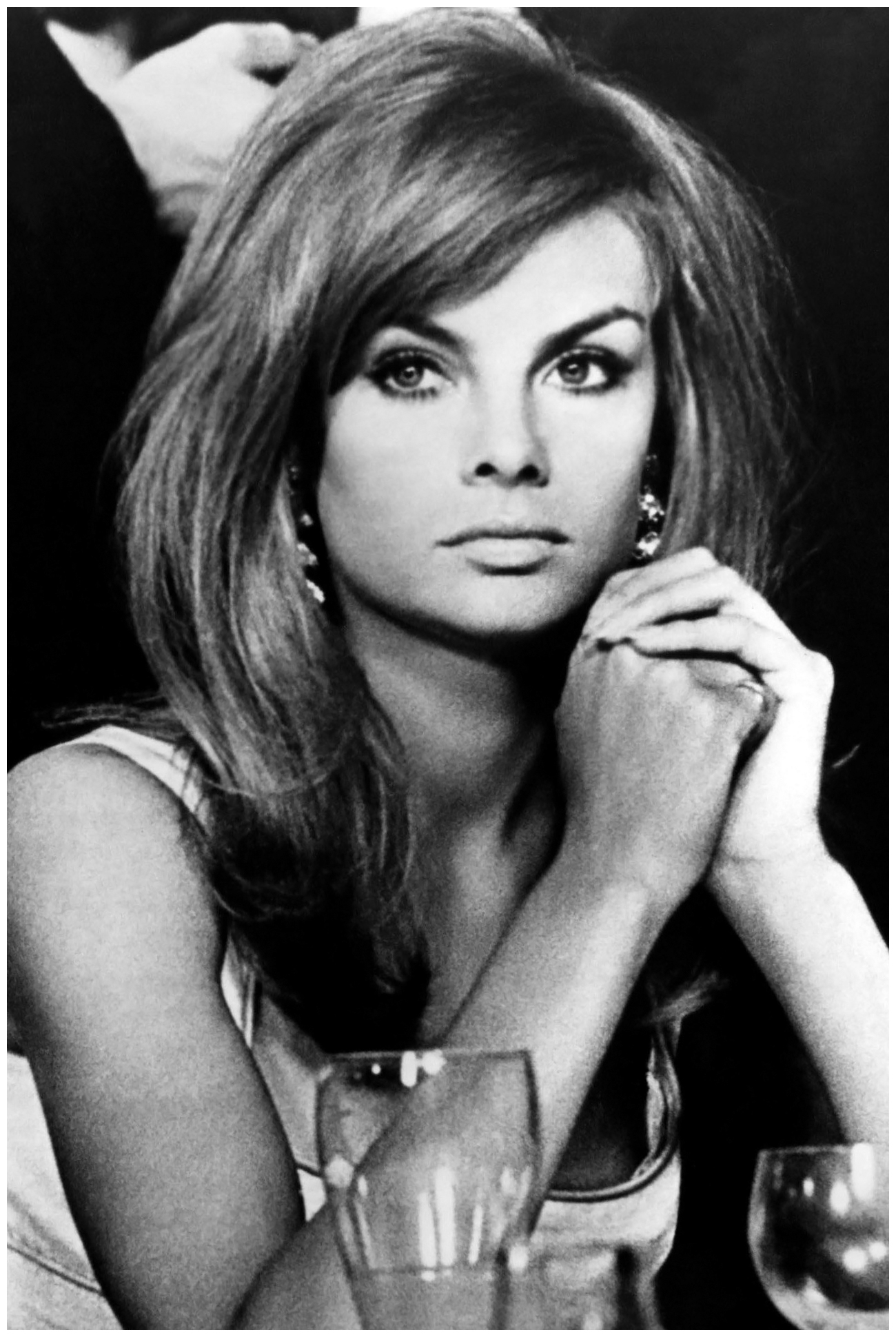 Jean Shrimpton – With her glossy, long hair and sweeping side fringe ...