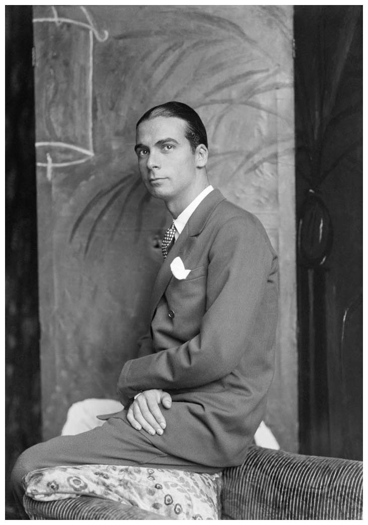 Cristobal Balenciaga (1895-1972), couturier espagnol, en 1927 ... Victoria Beckham