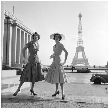 France, Paris 1954 models of the Eiffel Tower in clothing Jacques Heim Photo Fred Brommet