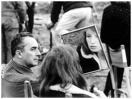 Michelangelo Antonioni e Monica Vitti sul set di Deserto rosso nel 1964 a Ravenna