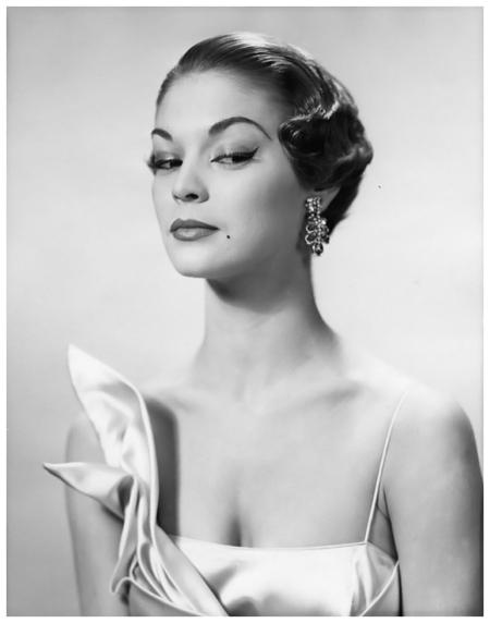 Jean Patchett beauty photograph showing make-up and coiffure, New York, 1949 © Erwin Blumenfeld
