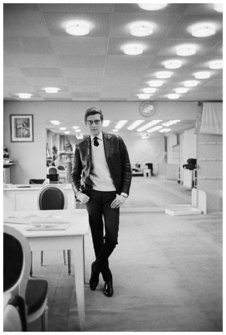 Photo Mark Shaw, Yves Saint Laurent in the design studios at Christian Dior in Paris, 1960