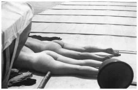 Bibi et Denise Grey à bord du Dahu II. Juillet 1926 © Photographie Jacques Henri Lartigue