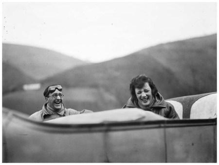 Ubu et Bibi sur la route. Avril 1925 © Photographie Jacques Henri Lartigue