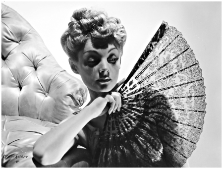 Fashion photo, 1938 Genia Rubin Lady with a lacy fan b
