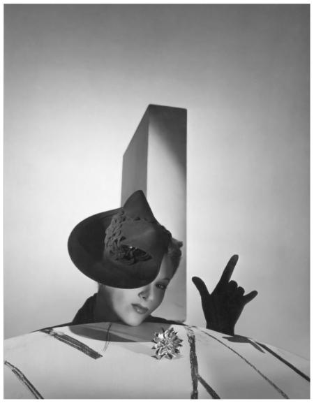 Horst P. Horst - Lisa Fonssagrives %22I Love You%22, 1937