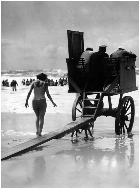 Martin Munkacsi Movable lifeguard tower, Germany, c.1929