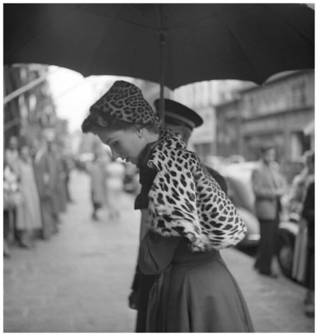 Photo Georges Dambier Suzy Parker Etole Leopard Magazine Elle 1952