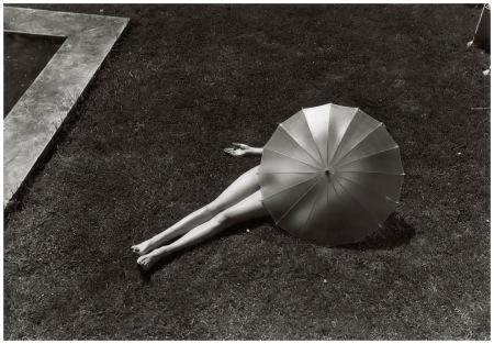 Akt mit Sonnenschirm