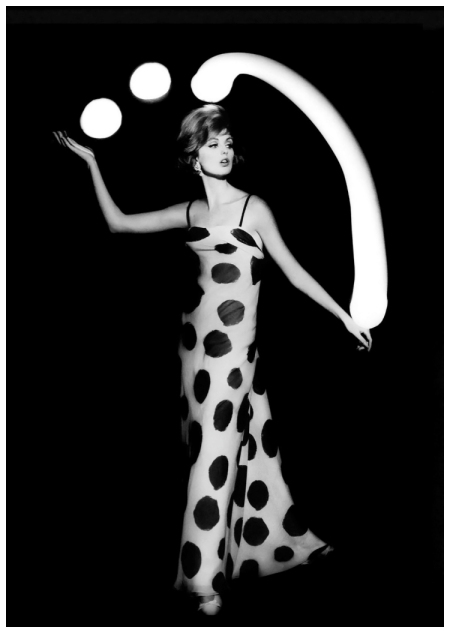 William Klein Dorothy juggling white light balls, Paris, 1962