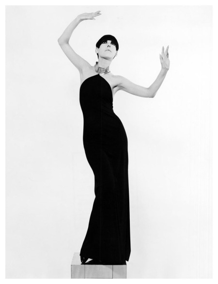 Photo by William Claxton Peggy Moffitt 60′s Total Look
