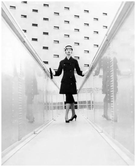 Simone d'Aillencourt, Photo Vernier, Vogue UK, August 1955