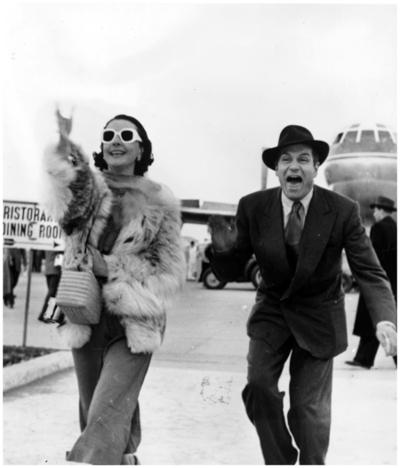 Sir Laurence Olivier and his wife Vivien Leigh arriving at Rome airport, 1953