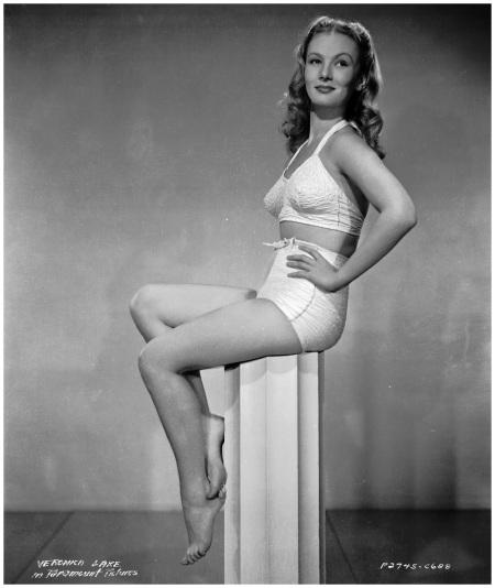 Veronica Lake 1945 bw