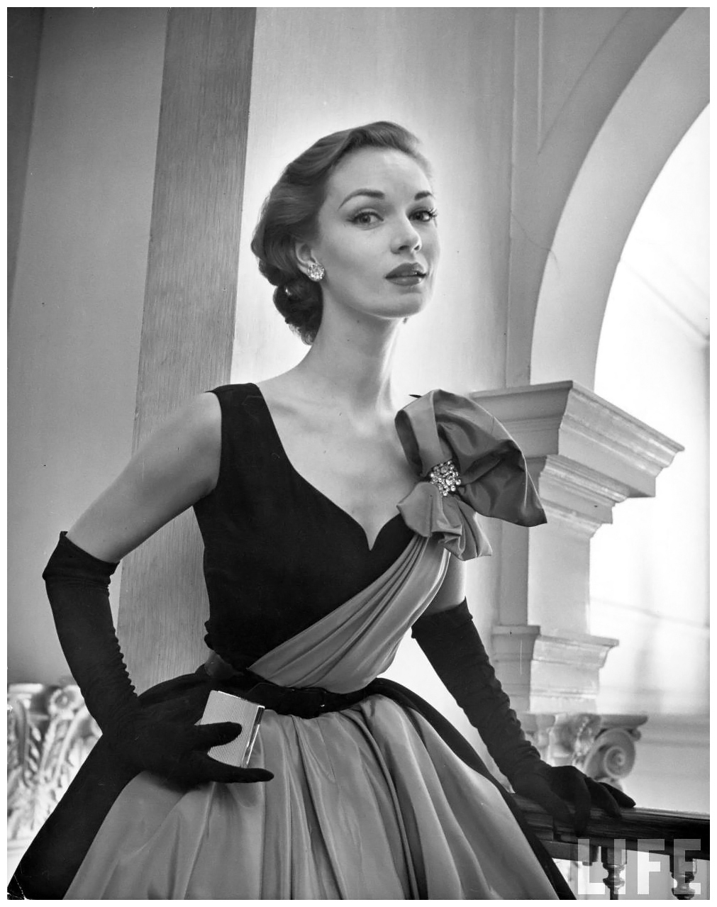 1951 NYC A woman modelling a short ball gown | © Pleasurephoto Room
