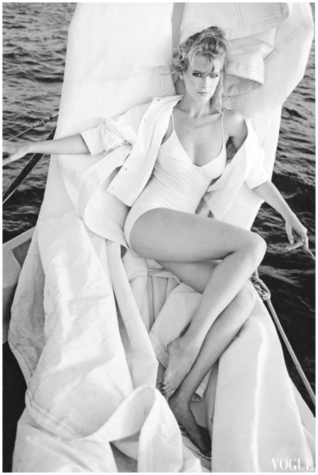 Claudia Schiffer -Vogue 1991 May Photo Patrick Demarchelier