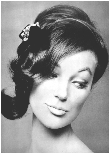 Ivy Nicholson in evening coiffure by Carita, photo by Pottier, 1959