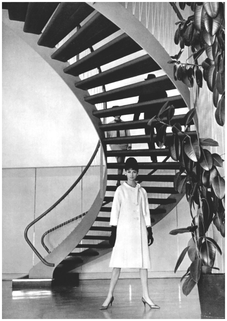 Katherine Pastrie in elegant white wool coat by Pierre Cardin, photo by Pottier, 1962