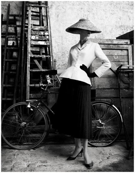Photo Patrick Demarchelier  dior book 2011 Bar Suit (1947) - Christian Dior