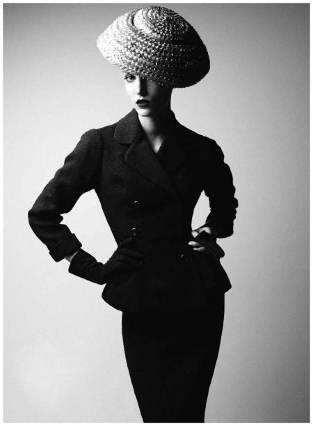 Photo Patrick Demarchelier  dior book 2011 model Dior 1954 Harper