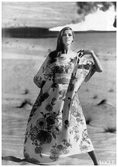01 John Cowan, Vogue UK, maggio 1967 b